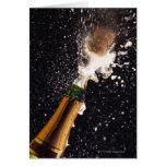 Botella de estallido del champán tarjeta