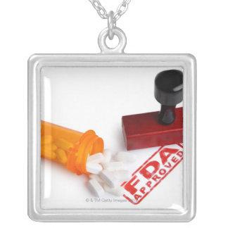 Botella de píldoras y de un sello de goma APROBADO Pendientes Personalizados