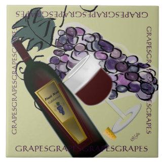 Botella de uvas del vino n azulejo cuadrado grande
