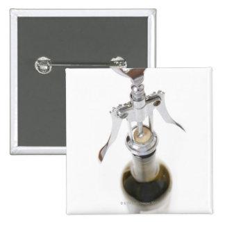 Botella de vino con el sacacorchos pin cuadrada 5 cm