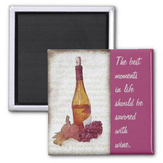 botella de vino con las uvas y cita del vino imán cuadrado