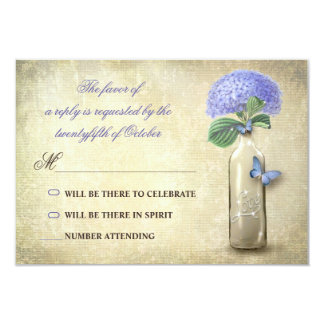 botella de vino del vintage y flores azules que invitación 8,9 x 12,7 cm