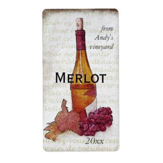 botella de vino y pegatina de las uvas etiquetas de envío
