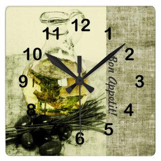 Botella del aceite de oliva todavía que cocina reloj cuadrado