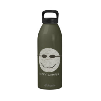 Botella del campista contento botella de agua