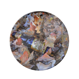 Botella en la pintura de las hojas plato de cerámica