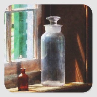 Botella reactiva y pequeña botella de Brown Pegatina Cuadrada