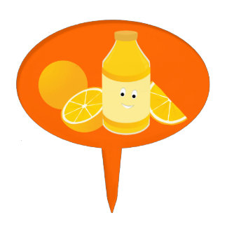 Botella sonriente de zumo de naranja con los figuras de tarta