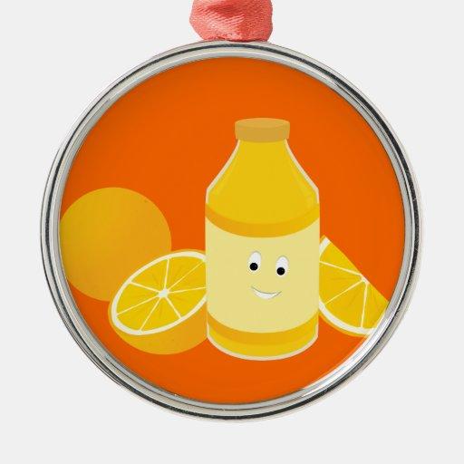 Botella sonriente de zumo de naranja con los ornamentos para reyes magos