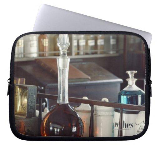 Botellas antiguas de la farmacia fundas portátiles