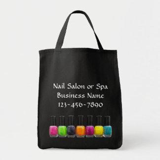 Botellas coloridas del esmalte de uñas, salón del  bolsa tela para la compra