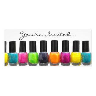 Botellas coloridas del esmalte de uñas salón del comunicados personalizados