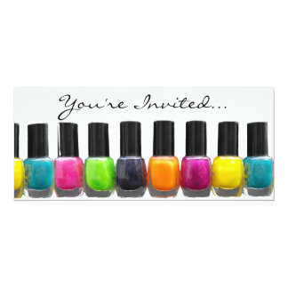 """Botellas coloridas del esmalte de uñas, salón del invitación 4"""" x 9.25"""""""