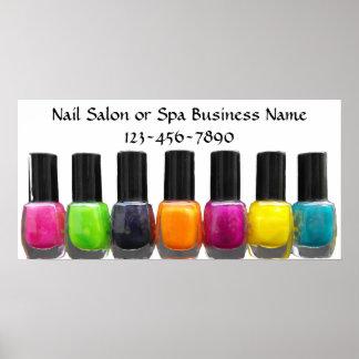 Botellas coloridas del esmalte de uñas, salón del  impresiones
