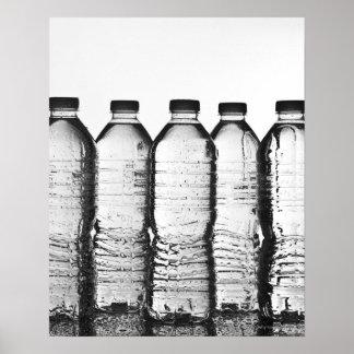 Botellas de agua en estudio póster