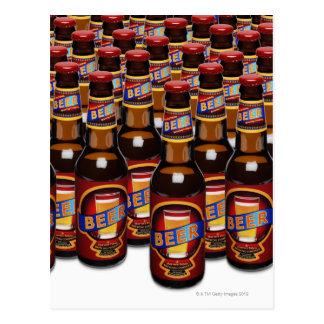 Botellas de cerveza de lado a lado (compuesto de D Tarjetas Postales