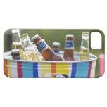 Botellas de cerveza en cubo de hielo iPhone 5 carcasas