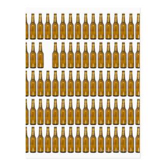 Botellas de cerveza en el fondo blanco tarjeta postal