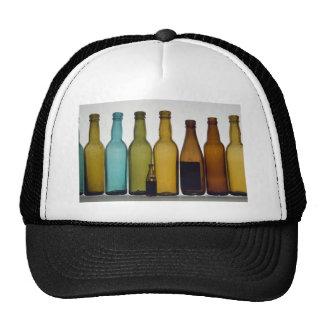 Botellas de cerveza viejas gorras