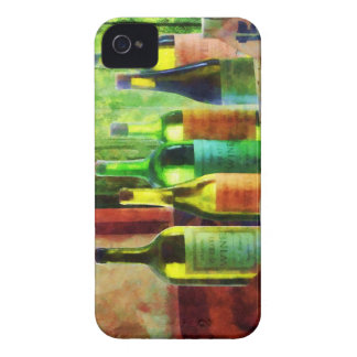Botellas de vino cerca de la ventana iPhone 4 Case-Mate carcasas