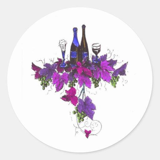 Botellas de vino contra las hojas purpurinas etiqueta