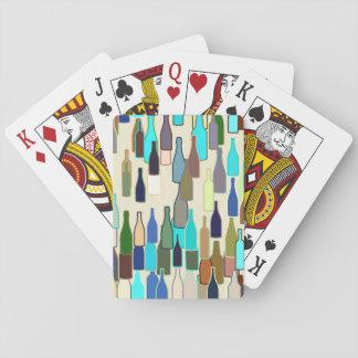 Botellas de vino, multicolor, fondo beige barajas de cartas