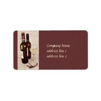 botellas de vino y etiqueta rústicas de la copa de etiquetas de dirección