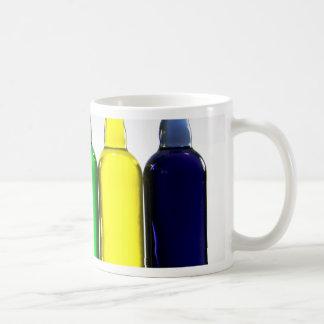 Botellas del color tazas de café