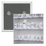 botellas en los estantes en una farmacia pin