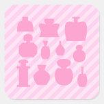 Botellas rosadas del olor calcomanias cuadradas