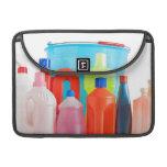 botellas y cubo detergentes fundas para macbook pro