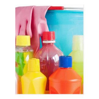 botellas y cubo detergentes postal