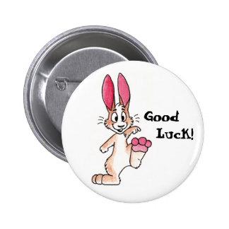 Botón afortunado del conejo pin redondo de 2 pulgadas