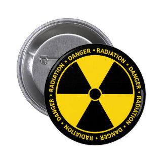 Botón amarillo del símbolo de la radiación pin