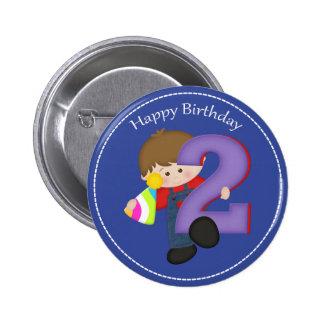 botón año del feliz cumpleaños de 2 muchachos pin redondo de 2 pulgadas