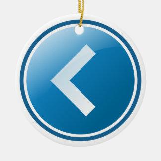 Botón azul de la flecha - dejado adorno navideño redondo de cerámica