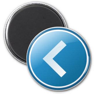 Botón azul de la flecha - dejado imán redondo 5 cm