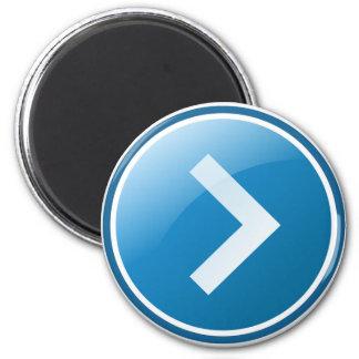 Botón azul de la flecha - derecho imán redondo 5 cm