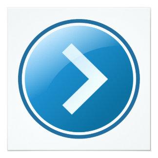 """Botón azul de la flecha - derecho invitación 5.25"""" x 5.25"""""""