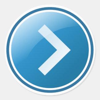 Botón azul de la flecha - derecho pegatina redonda