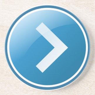 Botón azul de la flecha - derecho posavasos diseño