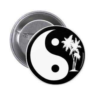 Botón blanco y negro de Yin Yang de la palmera