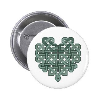 Botón céltico de la puntada de la cruz del corazón pin