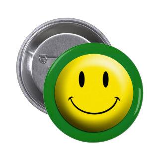 Botón de camisa sonriente verde pin