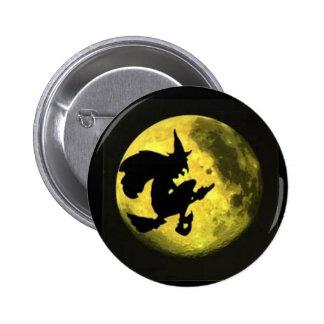 Botón de Halloween de la bruja del vuelo Pin Redondo De 2 Pulgadas