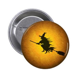 Botón de la bruja del vuelo de Halloween Pin