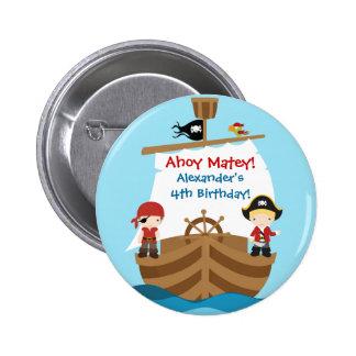 Botón de la fiesta de cumpleaños del barco pirata pin redondo de 2 pulgadas