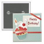 Botón de la magdalena del feliz cumpleaños pin