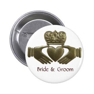 Botón de novia y del novio de Claddagh del oro Pin Redondo De 2 Pulgadas