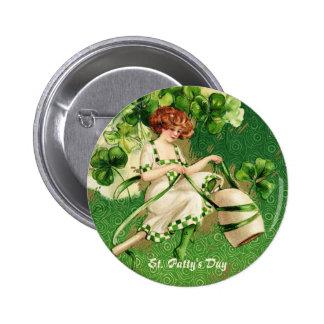 Botón del chica de día del St. Patty Pins